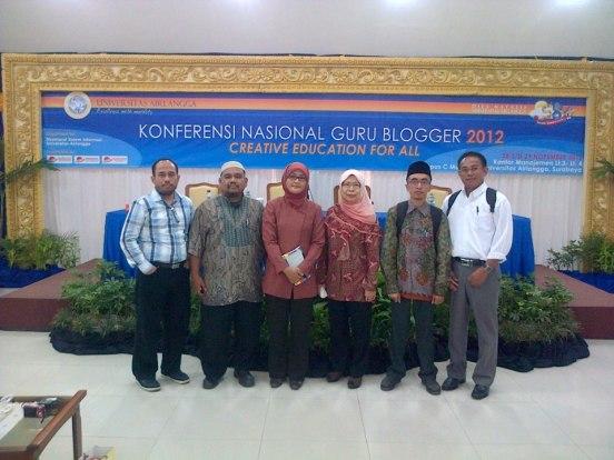 Saya, Omjay, Bu Amiroh, Bu Eslee, Pak Mahmuddin (baju putih)